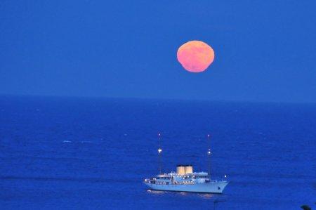 Морской лунный мираж
